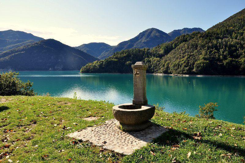 Fuente en el Lago Ledro