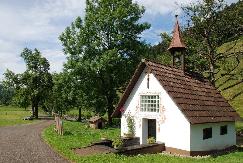 Llegando a Simonshof y su capilla