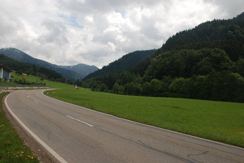 El asfalto no desentona con el paisaje