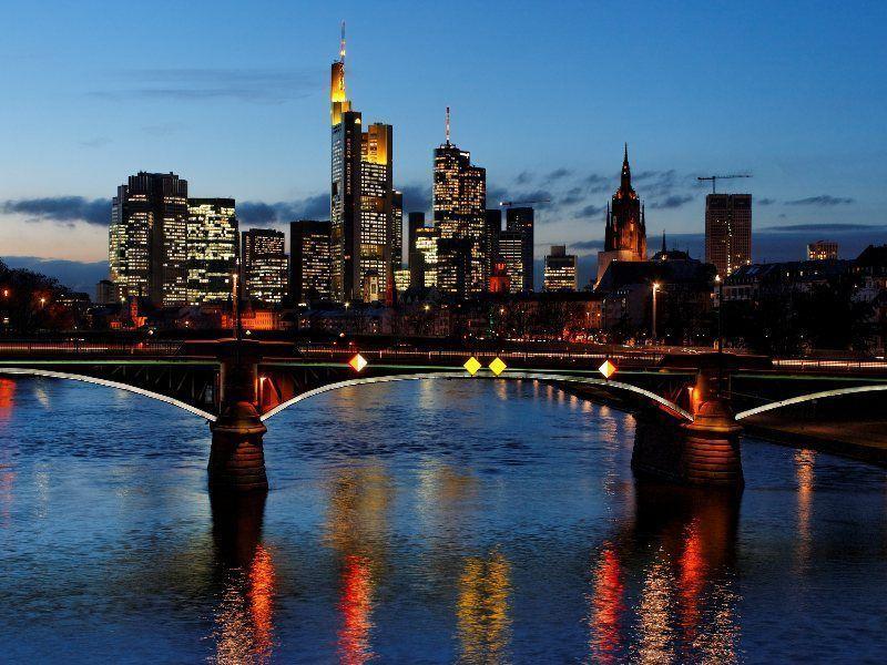 Vista del Skyline de Frankfurt desde el Flößer Brücke