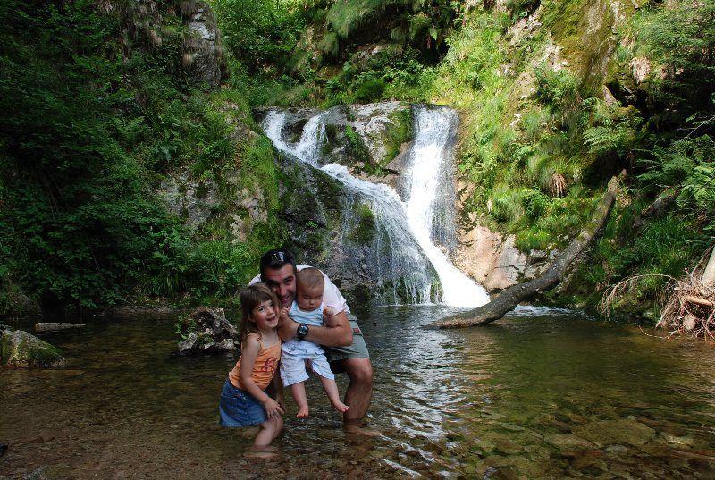 Con los pequeños en la cascada