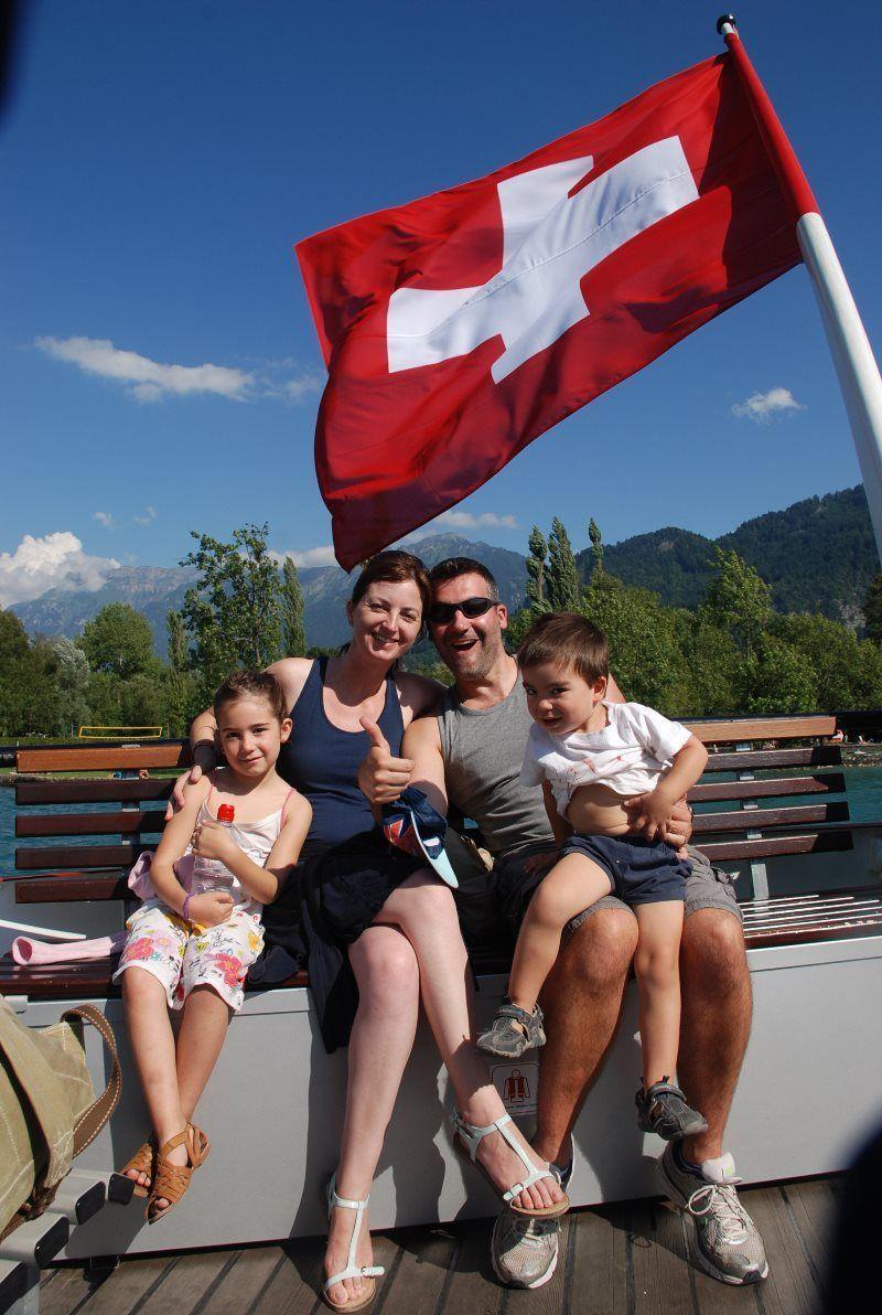 Paseo en barco en familia