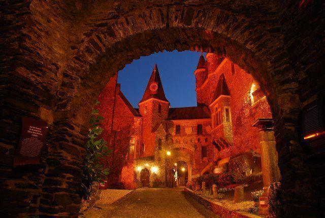 El Reichsburg de Cochem iluminado