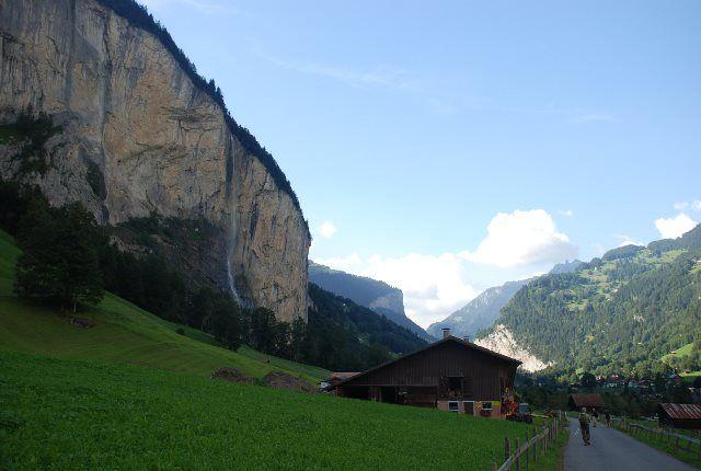 El camino que va hacia Lauterbrunnen