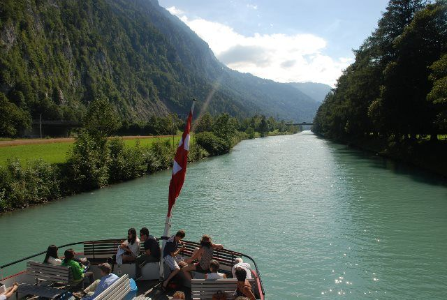 Canal de acceso al Lago de Thun