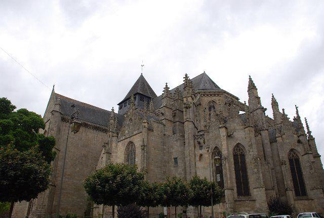 La Iglesia de San Salvador de Dinan