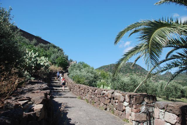 Subiendo al castillo de Malaspina