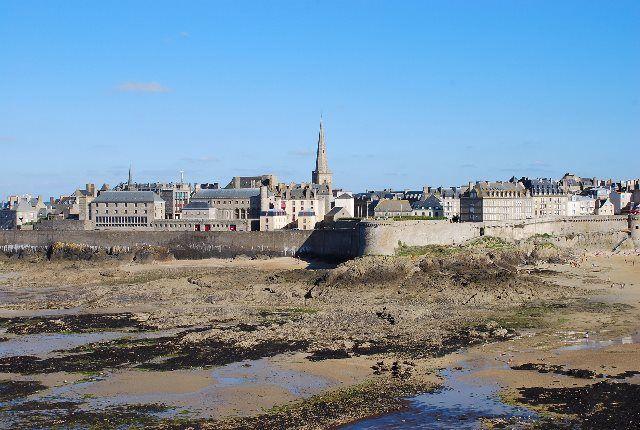 Saint Malo: Paseo al atardecer por su muralla y sus playas