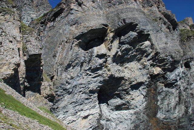¿Presencias extrañas en la roca?