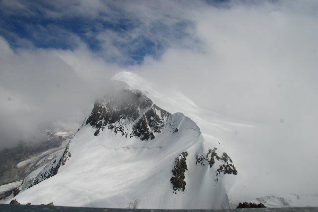 El coloso del Breithorn entre nubes