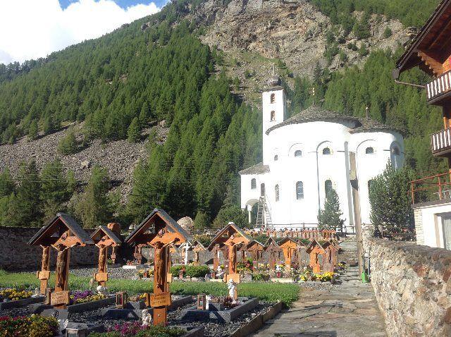 Cementerio e iglesia de Saas Balen