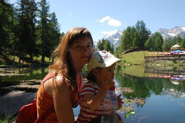 Martina e Isa en el lago de Grächen