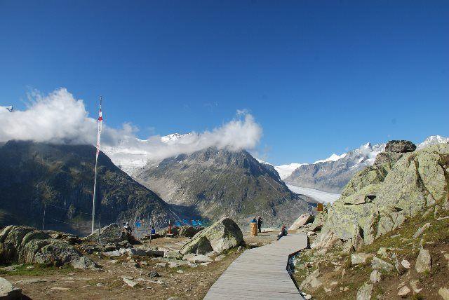 Pasarela de madera hacia el glaciar Aletsch