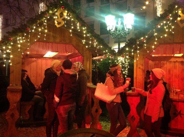 Ambiente navideño en el mercado de Navidad de Coblenza
