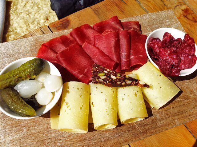 Embutidos y queso d.o.del Valais