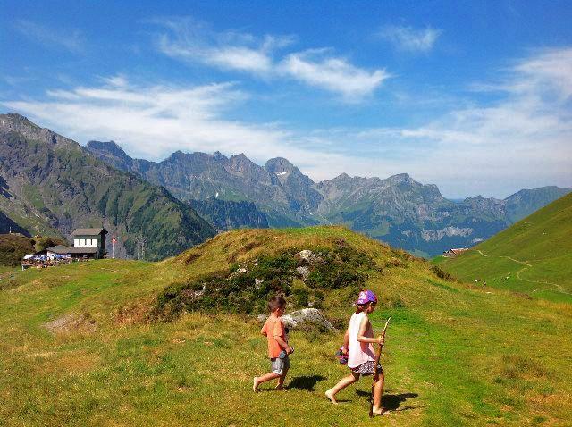 Caminando descalzos en Fürenalp