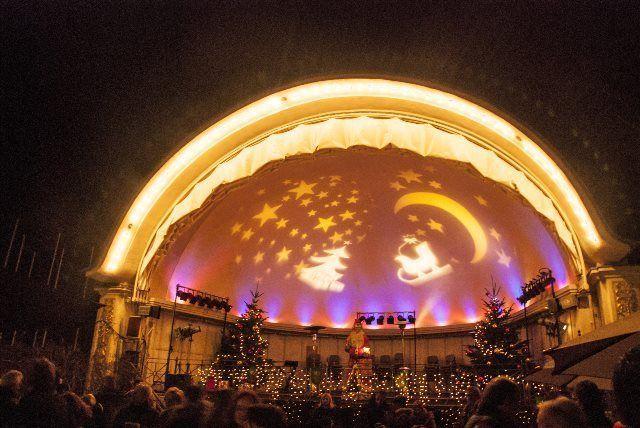 Escenario del cielo en el Mercado de Navidad de Baden Baden