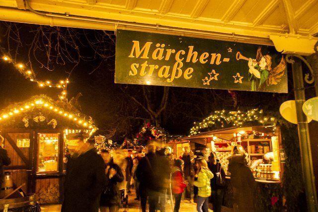 La calle de los cuentos del mercadillo de Navidad de Baden Baden