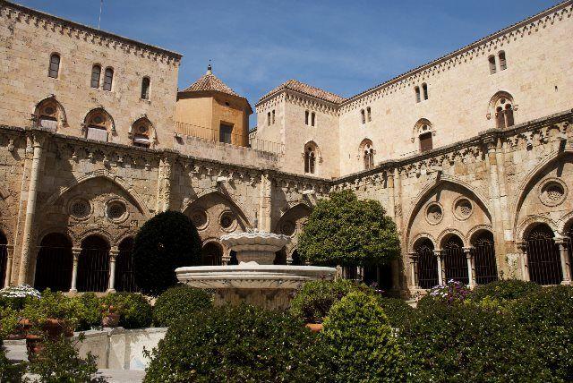 Claustro de la catedral de Santa Tecla