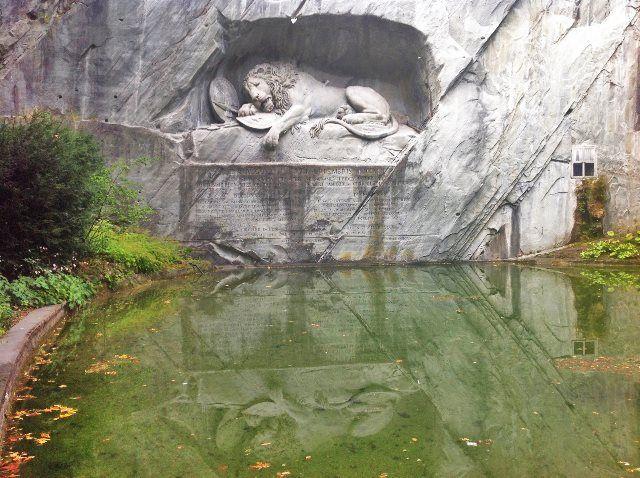 Monumento del león moribundo