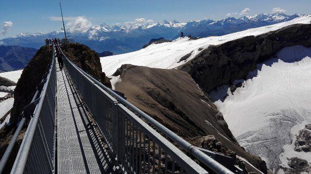 El puente que une dos picos