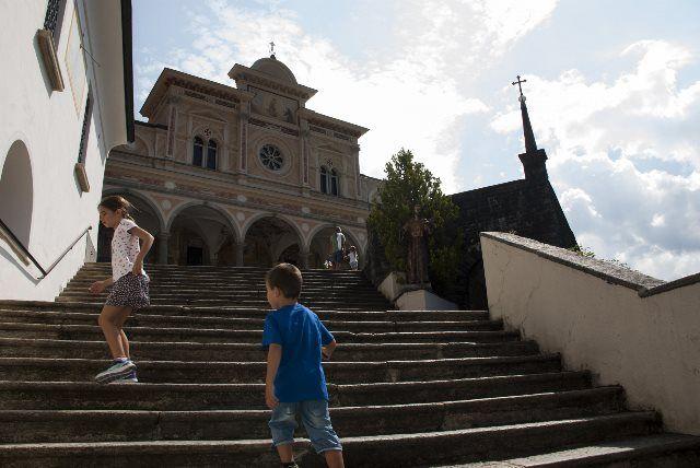 Escaleras hacia el santuario