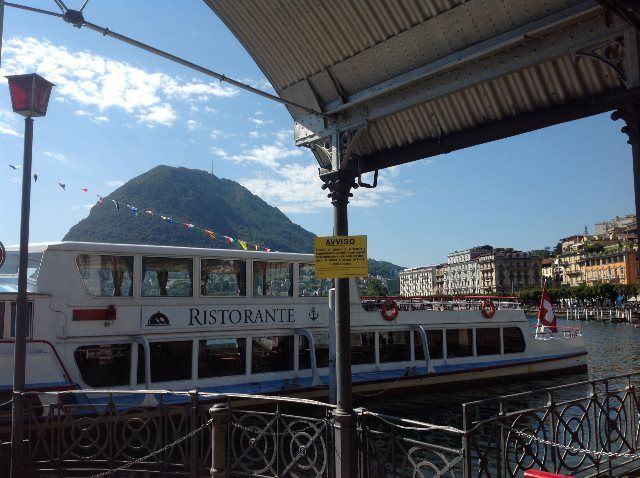 Barco restaurante en Lugano