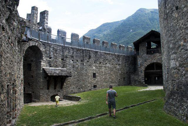 Interior del castillo de Montebello