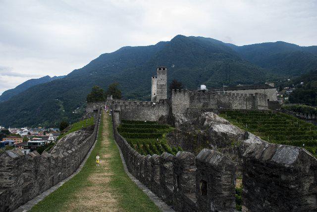 Paseo de las murallas del castelgrande