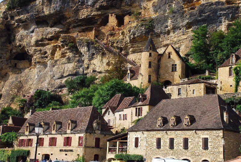 Viviendas trogloditas en Roque le Gageac