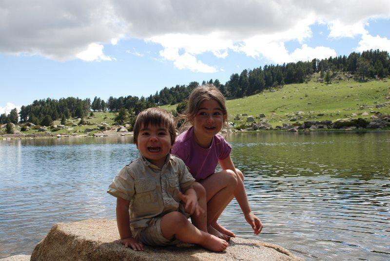 """""""Nos encanta mojar los pies en el lago"""""""