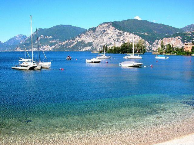 Lago de Garda: vacaciones de playa entre montañas
