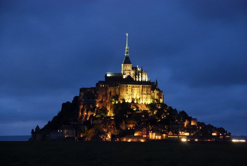 Vista nocturna del Mont Saint Michel