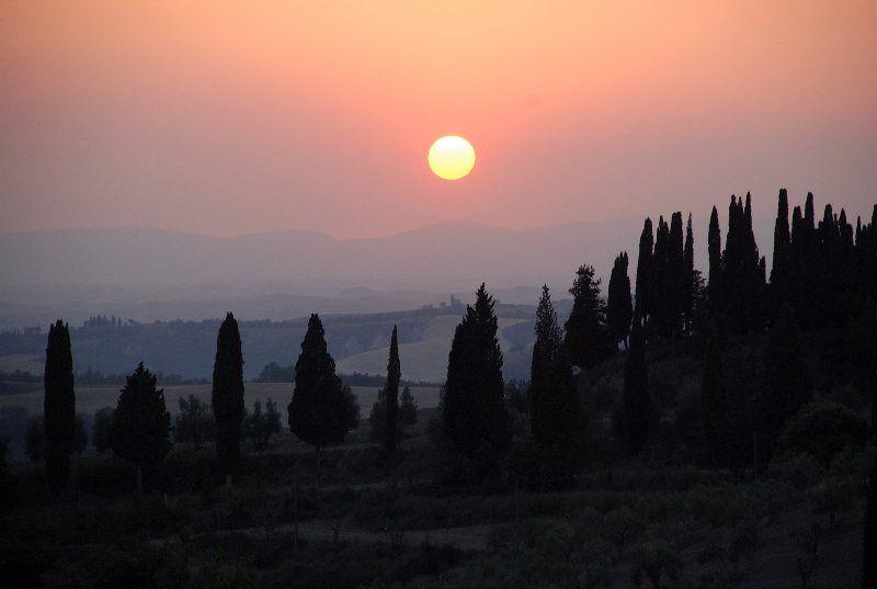 Puesta de Sol en la Toscana (delante de Oliveto Maggiore)