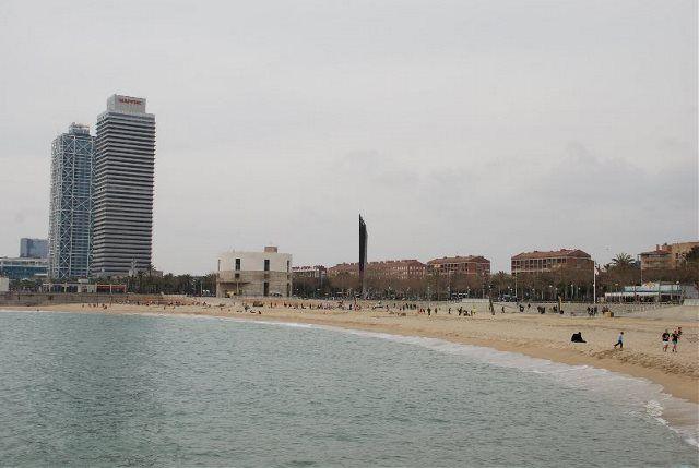 Un paseo por la Barcelona que mira al mar