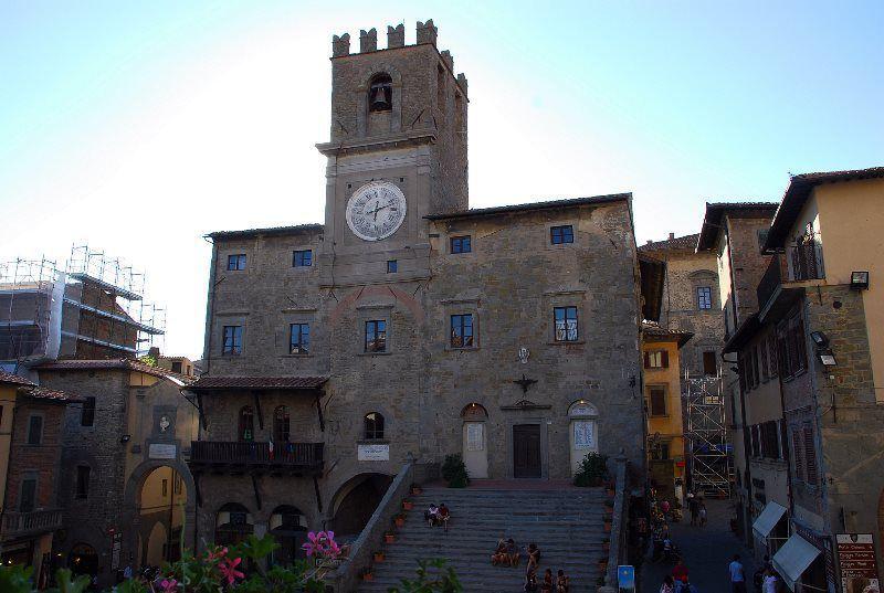 Piazza Lucca Signorelli
