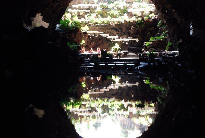 Lago natural en los Jameos del Agua