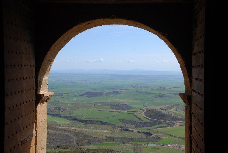 Vistas de la Hoya de Huesca desde la entrada al castillo