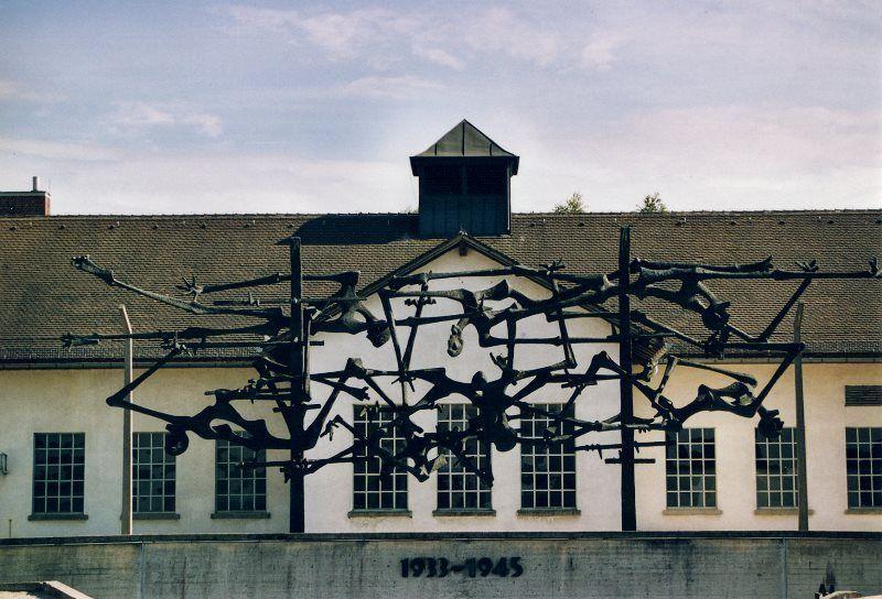 Jourhaus y monumento de Nandor Glid