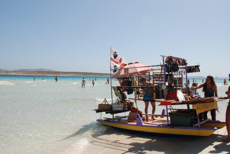 Barcas-tienda en la Pelosa