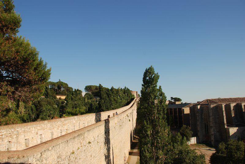Paseo por la muralla de Girona