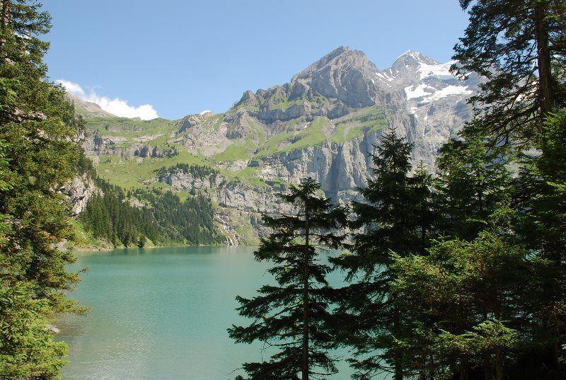 Lago Oeschinensee en todo su esplendor