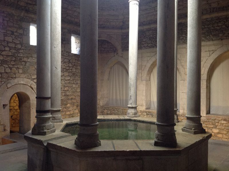 Girona una tarde de verano entre las torres de la muralla - Banos arabes de girona ...
