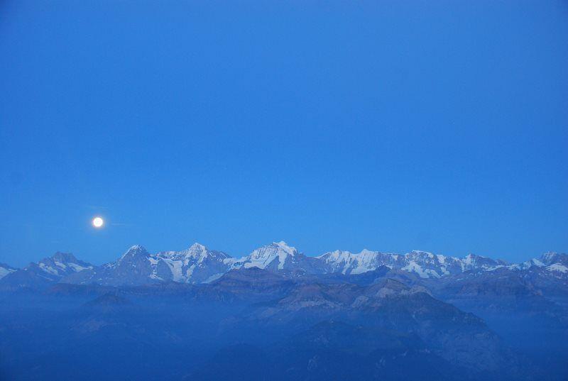 El Jungfrau, el Mönch y el Eiger con la luna llena