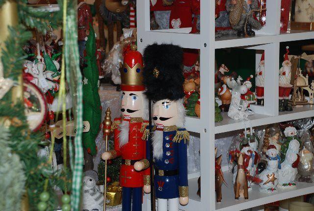 Adornos de Navidad en la carpa de Cochem