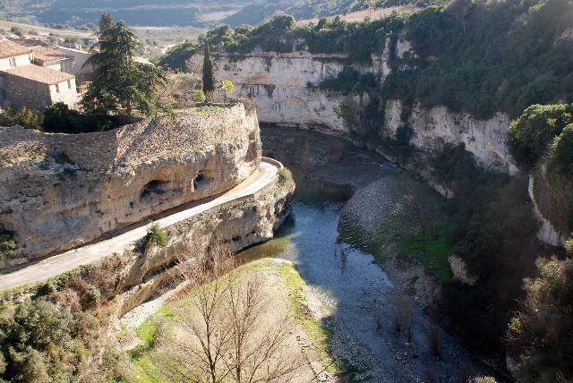 Menerbe en occitano