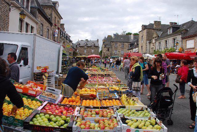 Día de mercado en Jugon-les-Lacs