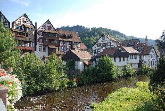 Vistas de Schiltach desde el puente del río Kinzig