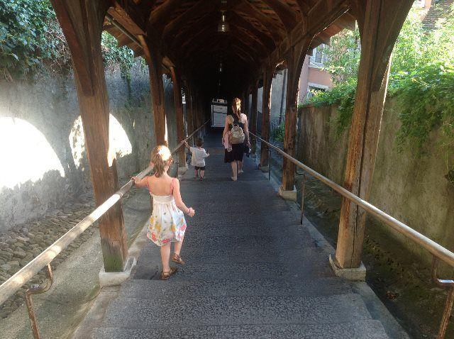 Escaleras hacia el castillo