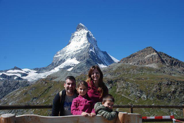 La familia al completo con nuestro amigo el Matterhorn